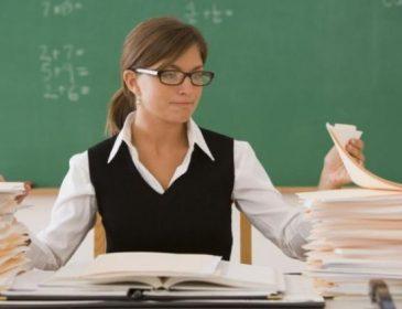 Кабмин решил повысить зарплату учителей наполовину