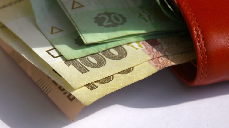 С 1 января минимальная зарплата — 3200 грн, прожиточный минимум — 1600 грн