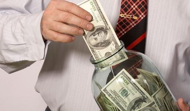 Работающих банков в Украине осталось меньше сотни
