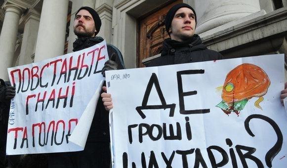 Львовские депутаты оставили бюджетников без зарплат