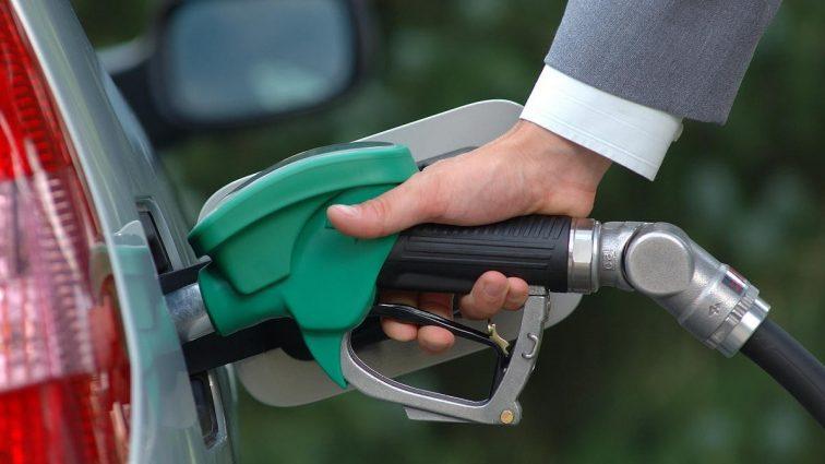 Эксперты рассказали, сколько будет стоить бензин в 2017 году