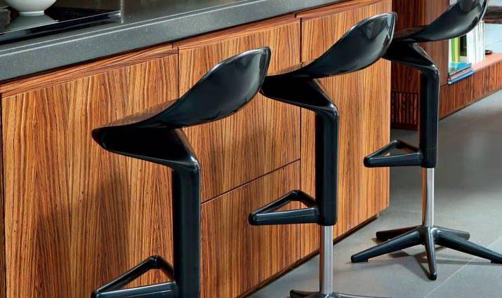 Стильно и функционально: барные стулья — неотьемлемая часть маленькой кухни
