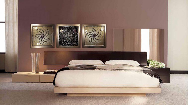 Испортить нельзя украсить: какие картины будет уместно повесить в спальне?