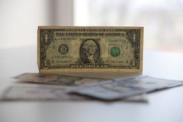 Официальный курс доллара снова превысил 27 грн