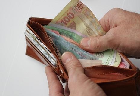 Эффект новой «минималки»: Бюджетников переводят на четверть ставки