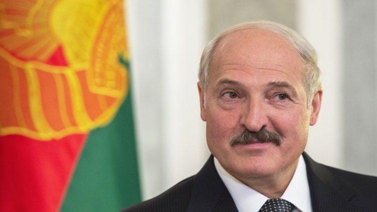 Шаг навстречу демократическому миру: беларусы смогут открывать счета за границей