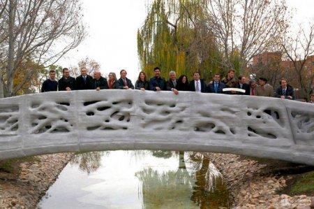 В парке Испании установили мост, напечатанный на 3D-принтере