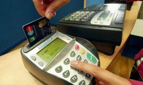 Украинцы предпочитают расчет банковскими картами