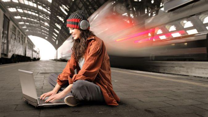 «Точка ком, собачка нет, на вокзале интернет»: «Укрзализныця» подарит своим пассажирам бесплатный Wi-Fi