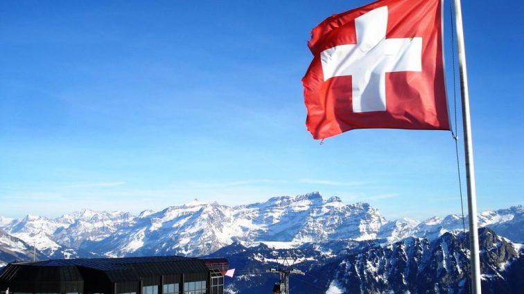 Мир, дружба, жвачка: Швейцария выделила кредит Украине