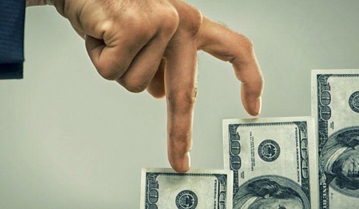 Доллар в столичных обменниках уверенно ползет вверх