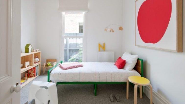 Минимально и функционально: еще одна идея для детской комнаты