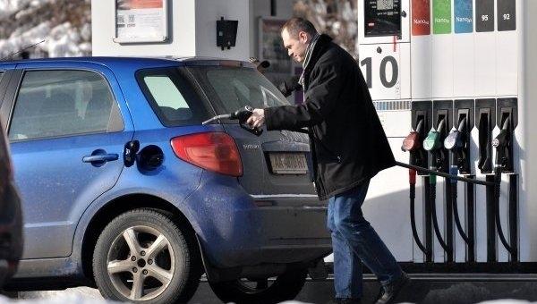 Цены на автозаправках установили очередной рекорд