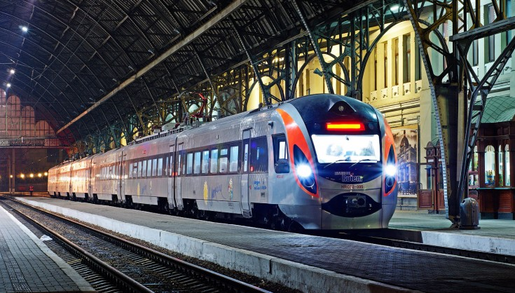Поездами станет не выгодно ездить! В Омеляна планируют значительно повысить тарифы на пассажирские перевозки