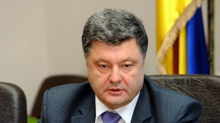 «Ликвидировали банк, чтобы деньги не возвращать?»: у президента Порошенко безумные долги (Видео)