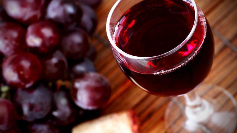 Истина в вине: украинцы стали пить больше алкоголя