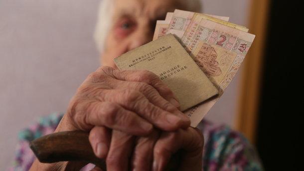 Почему «молодые» пенсионеры в Украине получают больше