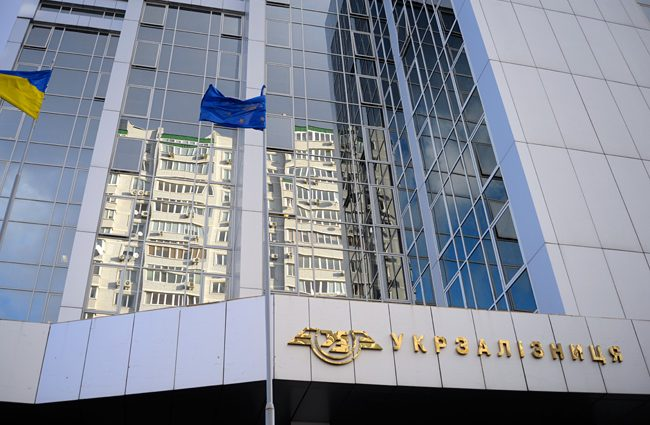 «Укрзализныця» за год приобрела 1020 новых полувагонов