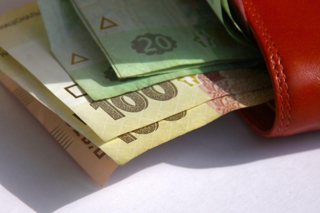 Зарплата украинца  фото банк  Предметы Деньги