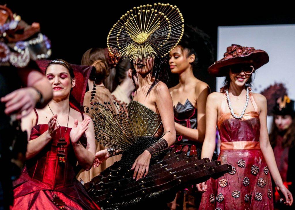 В Бельгии дизайнеры показали коллекцию одежды из шоколада