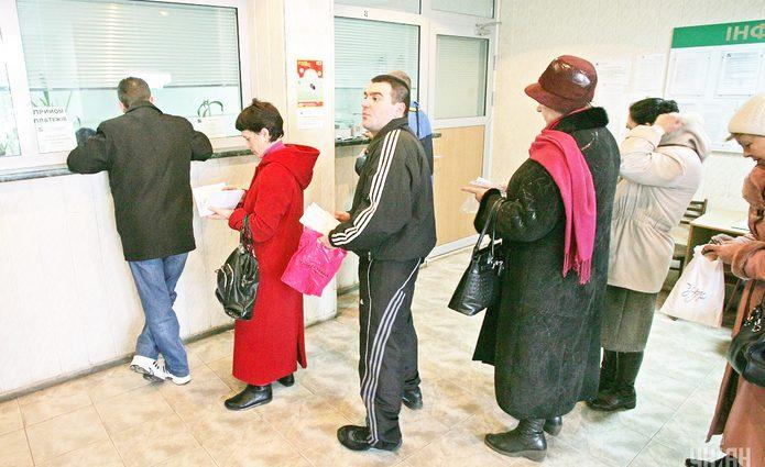 Платишь за коммуналку, заплати и банку: каждый устанавливает свои правила по начислению комиссии