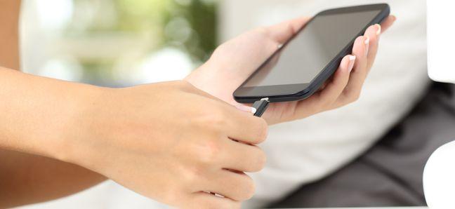 Тоже оставляете телефон на зарядке на ночь? Вот почему не стоит этого делать!