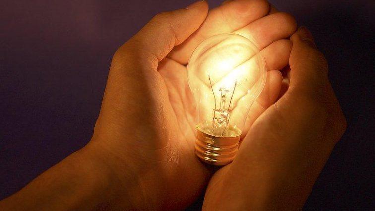 По новым тарифам: вот как платить за свет меньше