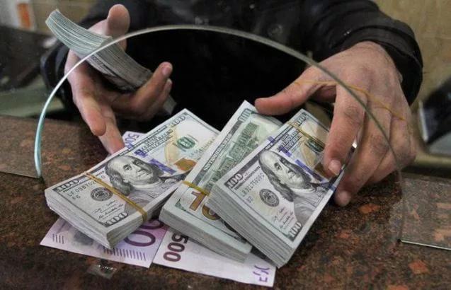 Почему не стоит покупать доллары: совет эксперта