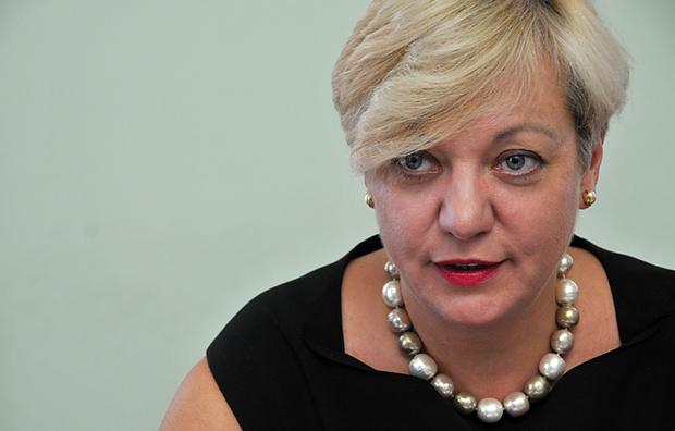 Обнаглела! Гонтарева хочет снимать деньги с карточек украинцев