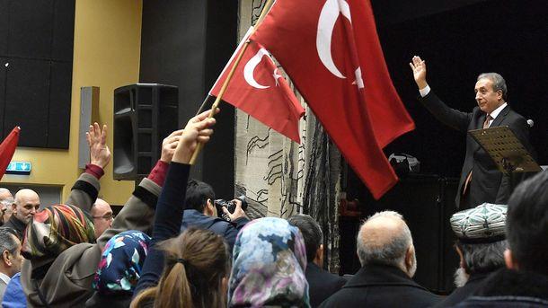 Турция приостановила дипотношения с Нидерландами и подумывает о пересмотре соглашения с ЕС о миграции