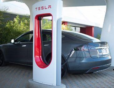 Tesla планирует открыть в Украине заправки Supercharger