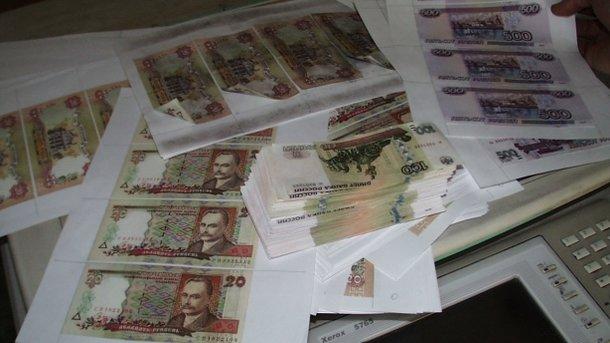 Россия ввела ограничения на денежные переводы в Украину