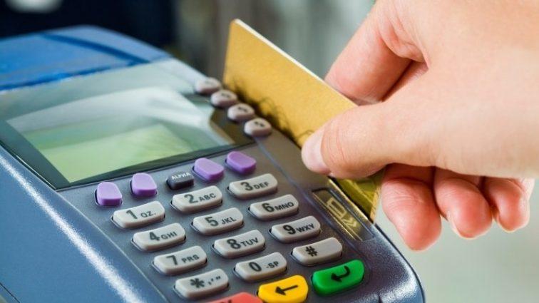 Действительно ли украинцев ограничивают в использовании зарплатных карточек и кому это выгодно