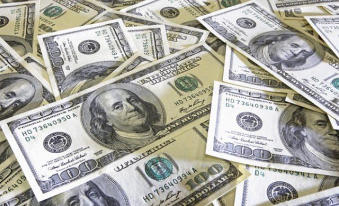 «Аж сердце заболело»: Какими будут зарплаты и курс доллара: прогноз на 2018 год