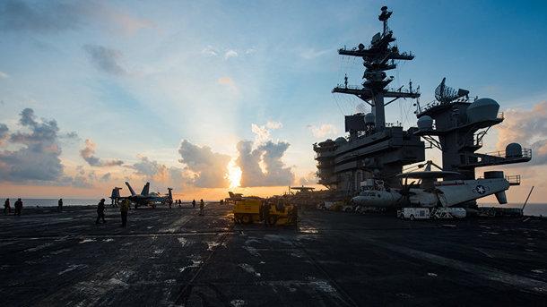 Авианосец ВМС США подошел к Северной Корее на расстояние удара