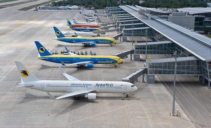 Полетели: Заместителя руководителя львовского аэропорта поймали на взятке