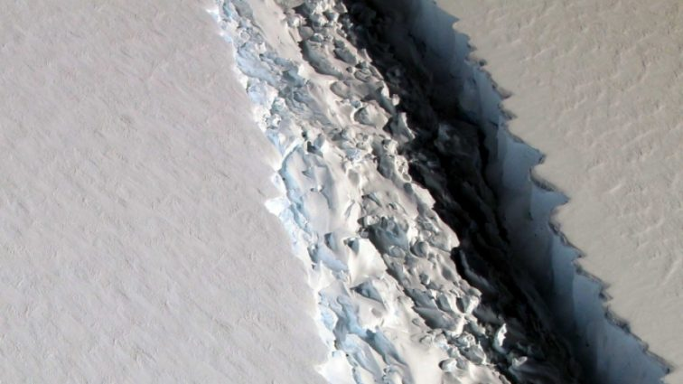 ЕЅА показало рождения айсберга-гиганта