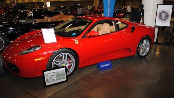 В США на аукционе продали бывший Ferrari Трампа