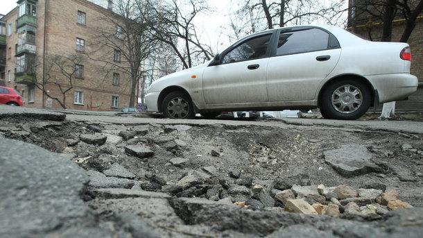 Суд с Укравтодором: кто компенсирует ремонт машины из-за «дырявых» дорог