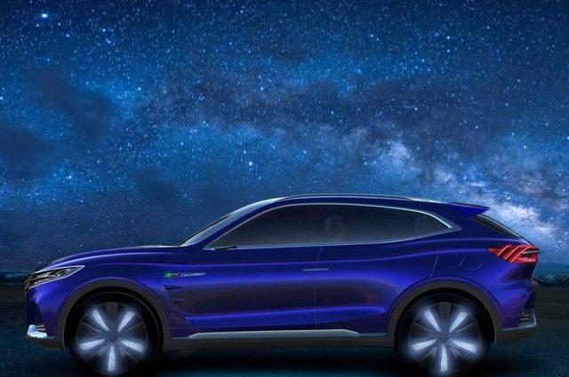 В Китае выпустили новый роскошный электромобиль