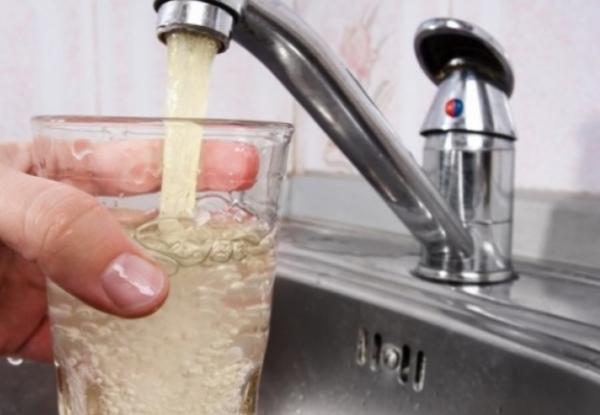 Почему украинцы вынуждены пить грязную воду