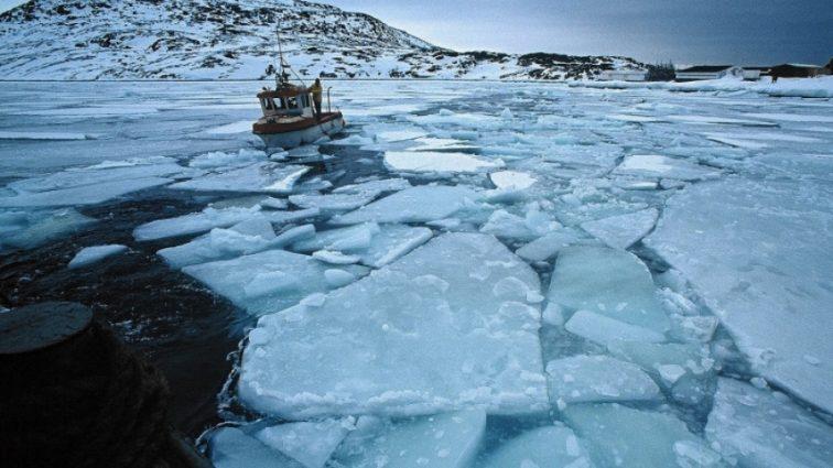 Крупнейший ледник Гренландии трещит по швам