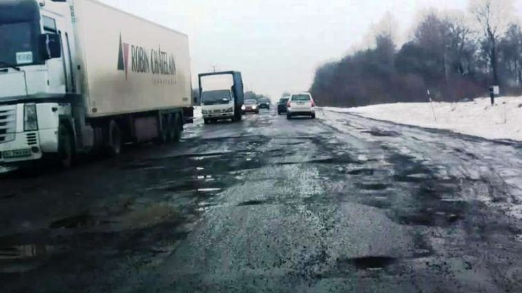 Экс-чиновник раскрыл проблему плохих дорог в Украине