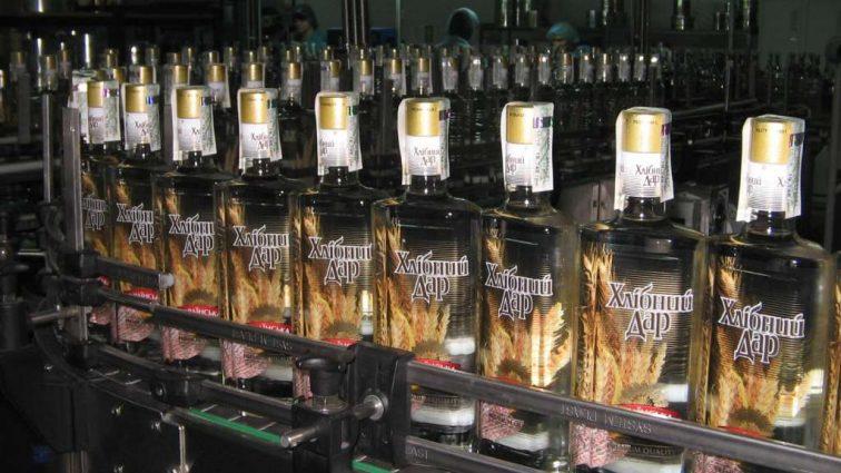 В Кабмине предлагают повысить цены на водку: сколько придется платить