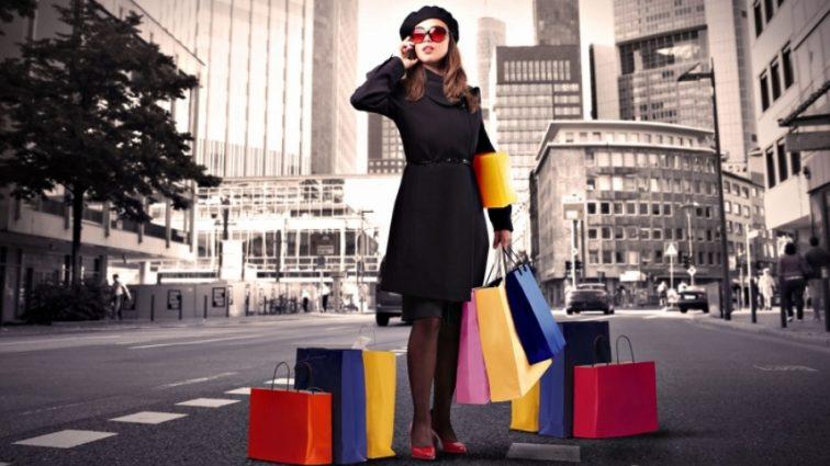 Ученые объяснили женскую любовь к шоппингу
