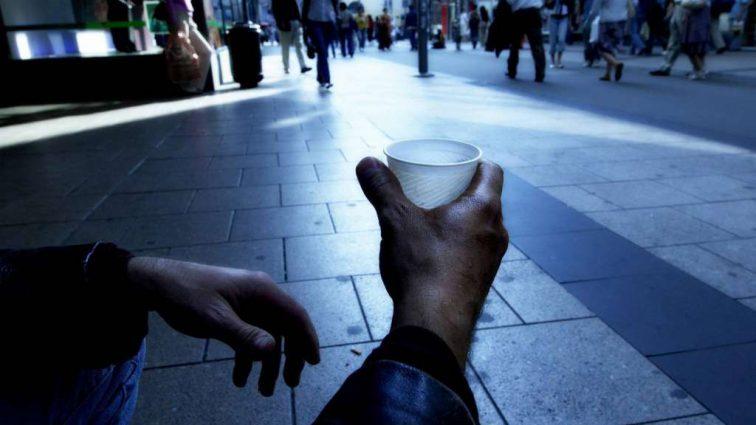 Тяжелый удар по людям: от чего отказываются украинцы ради экономии