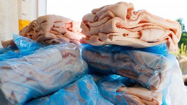 Украина стала активнее продавать сало и свиные уши
