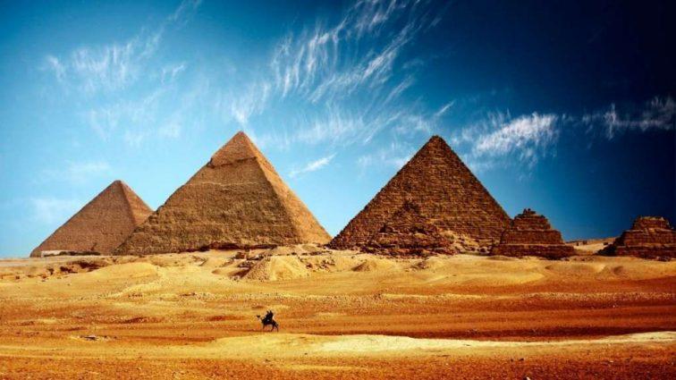Странные наказания: в Египте ввели штрафы для наглых торговцев, а на Майорке – для туристов