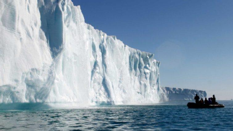 Эмираты будут охлаждать айсбергами