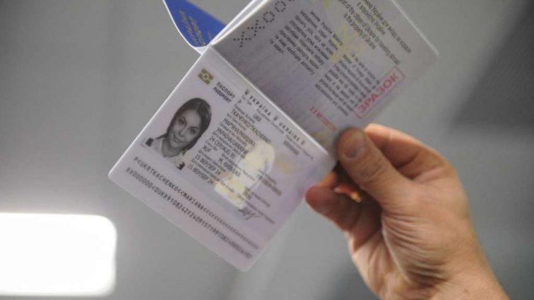 В Миграционной службе рассказали, когда можно будет получить биометрический паспорт без очереди